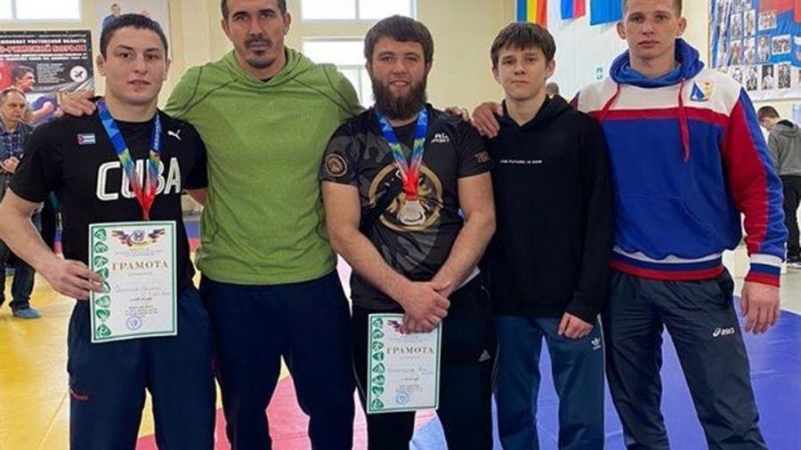 У крымских борцов-классиков – четыре медали на первенстве ЮФО среди юниоров до 24 лет