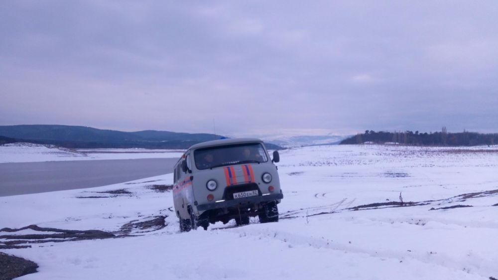 Специалисты Симферопольского АСО ГКУ РК «КРЫМ-СПАС» провели учебно-тренировочное занятие по отработке навыков вождения автомобиля в сложных дорожных условиях