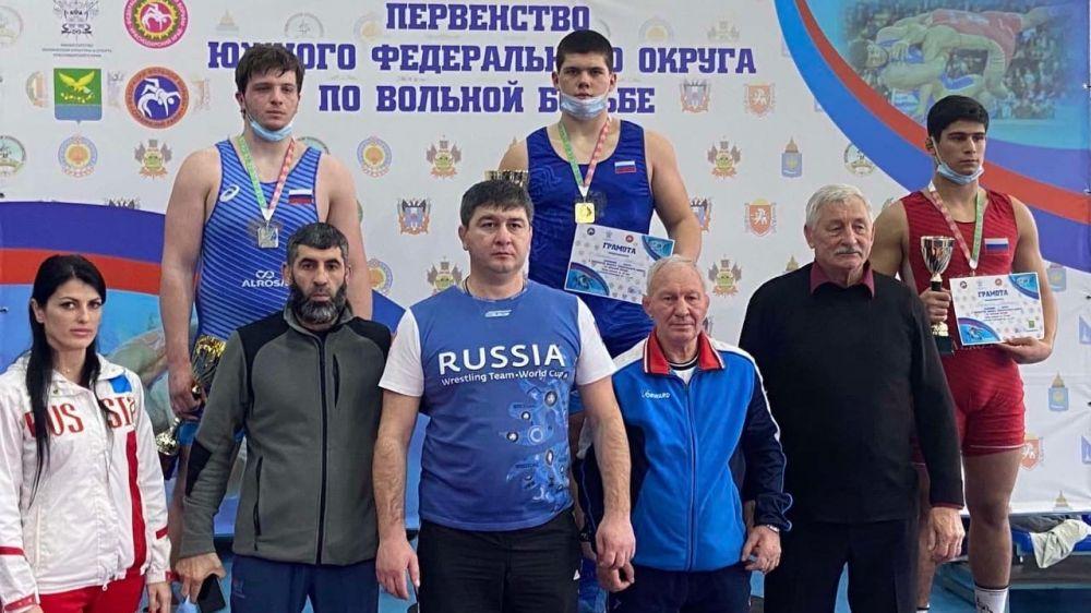 Крымские спортсмены завоевали 6 медалей на первенстве ЮФО по вольной борьбе