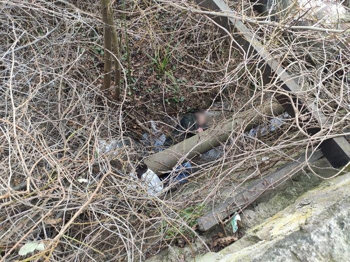 В Крыму мужчина упал с подпорной стены в реку