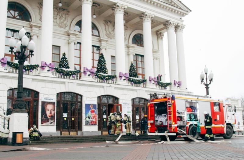 Севастопольские пожарные «потушили» горящую сцену в театре имени Луначарского