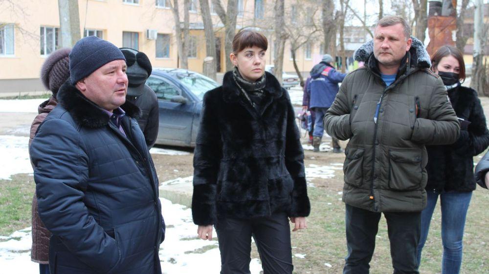 Глава Администрации Ленинского района Екатерина Юровских провела рабочее совещание с жителями МКД №13,16,18 улицы Шоссейной