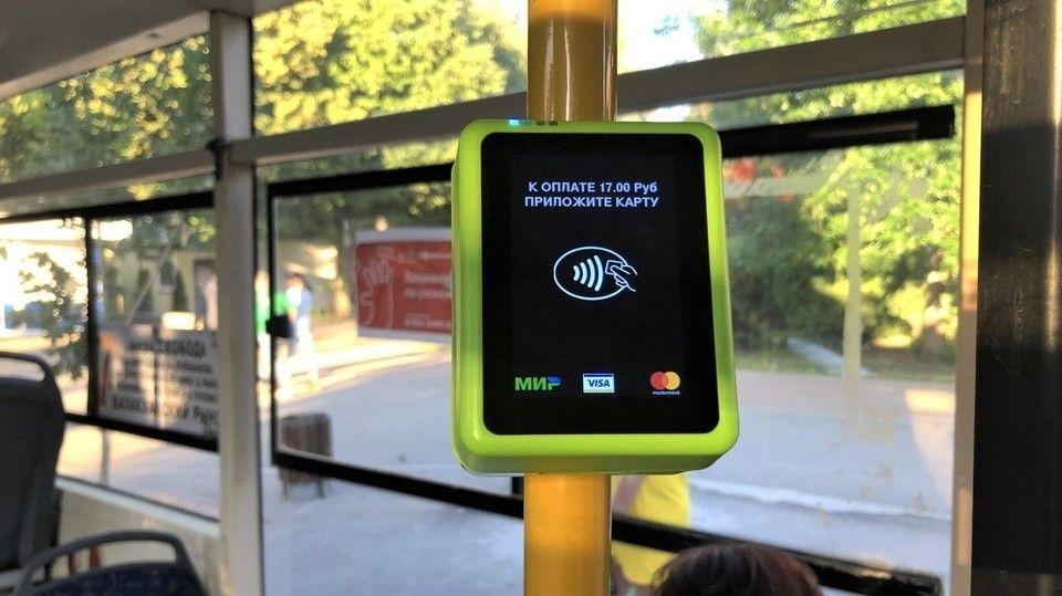 В феврале крымчане стали в три раза чаще расплачиваться по картам в общественном транспорте