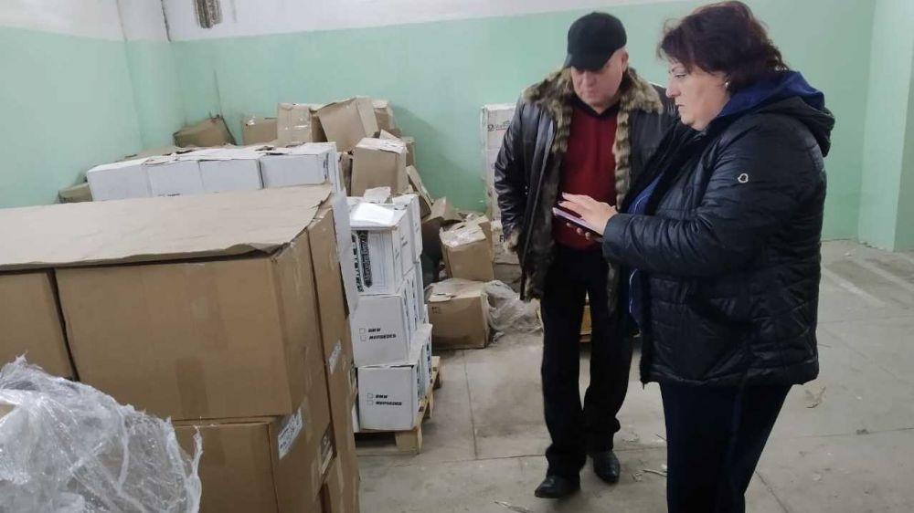 Специалисты МЧС Республики Крым проводят проверки по накоплению и хранению материального резерва в органах исполнительной власти