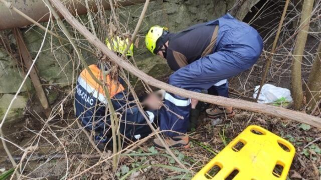 В Партените мужчина сорвался с трехметровой подпорной стены в реку