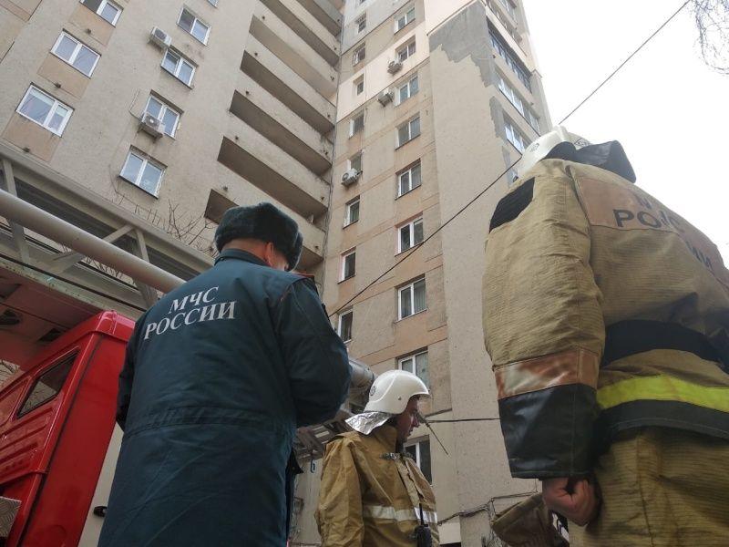 В Симферополе из горящего здания спасли 4 человек, среди них был ребёнок