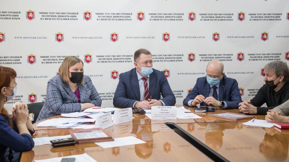 Михаил Афанасьев провел совещание по вопросам распространения наружной рекламы с участием рекламораспространителей, работающих в Крыму