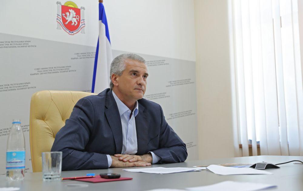Глава Крыма: «Ошалевшие украинские чиновники демонстративно соревнуются в степени маразма за счет налогоплательщиков»