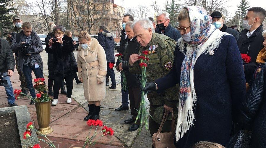 Память крымчан, погибших у стен парламента 26 февраля 2014 года, почтили в Симферополе