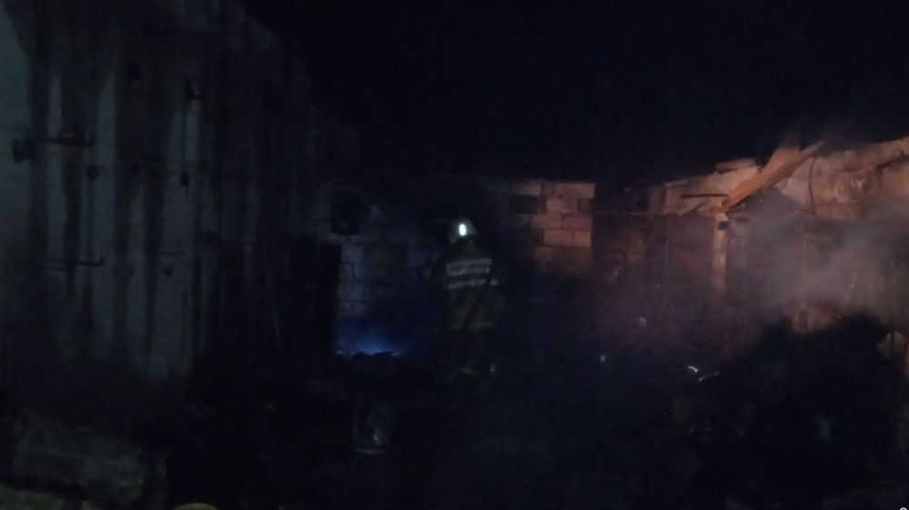 Крымские огнеборцы предотвратили распространение огня при пожаре в Бахчисарайском районе