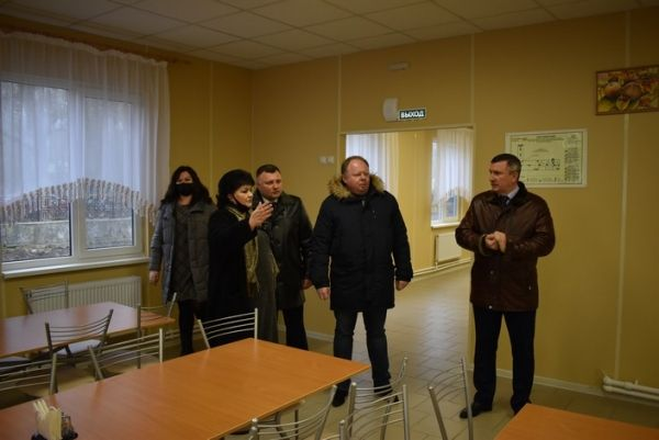 Алексей Черняк осмотрел модернизированный пищеблок в лицее г.Джанкоя