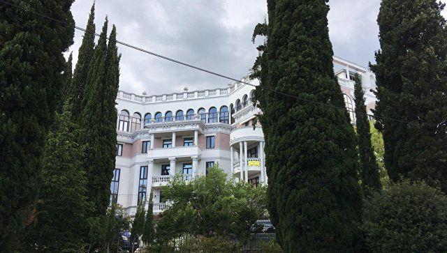 Аксенов: жена Зеленского регулярно оплачивает коммуналку в Крыму