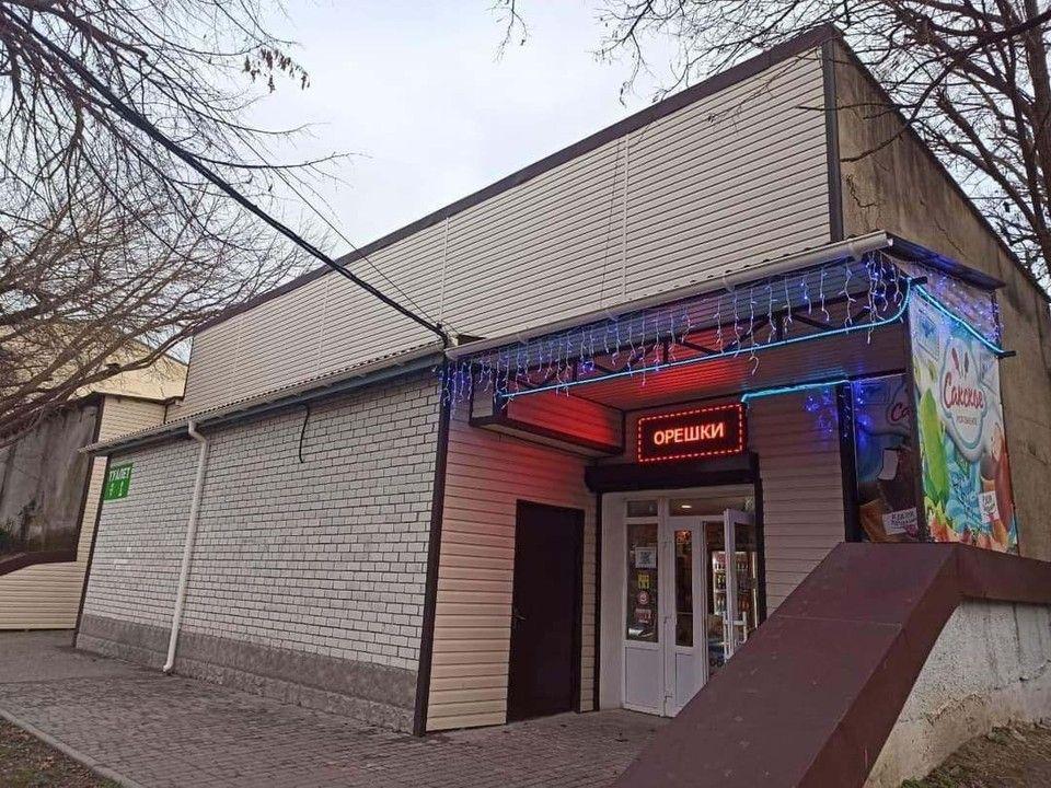 В симферопольском парке им. Гагарина в здании туалета открыли магазин