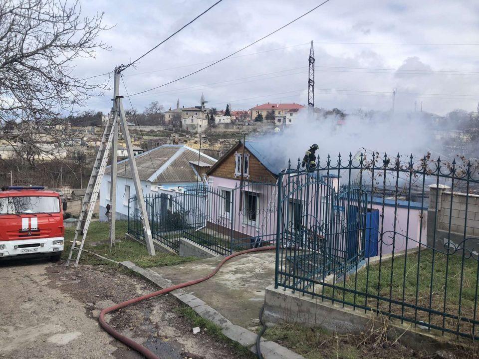 На пожаре в Севастополе пострадали два человека