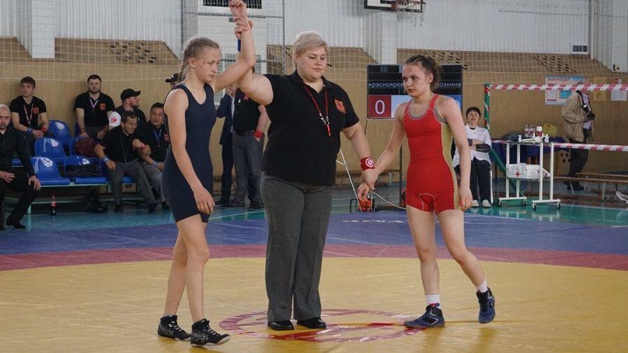 Все победители и призеры чемпионата ЮФО по женской борьбе