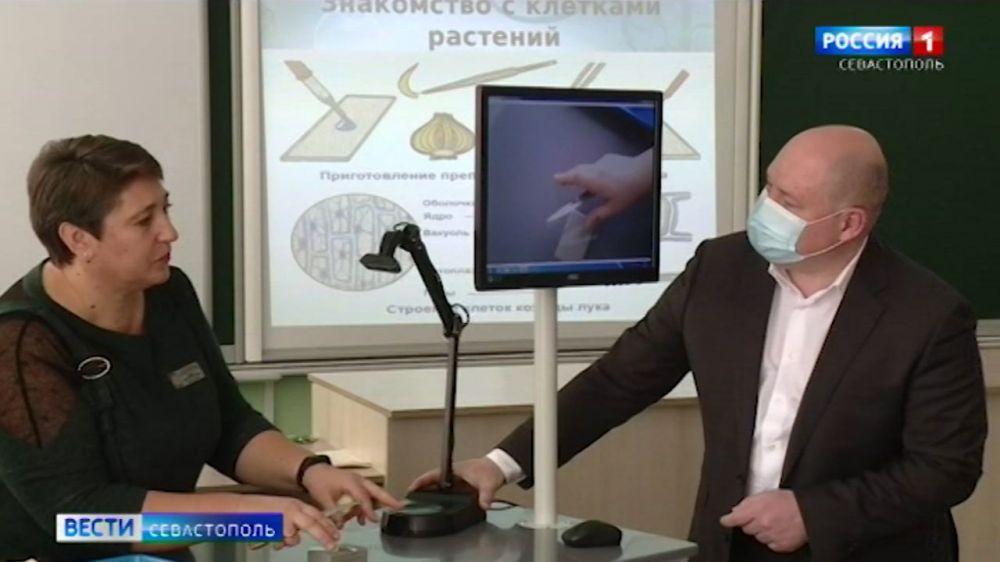 В Севастополе открыли первую школу с электронными учебниками
