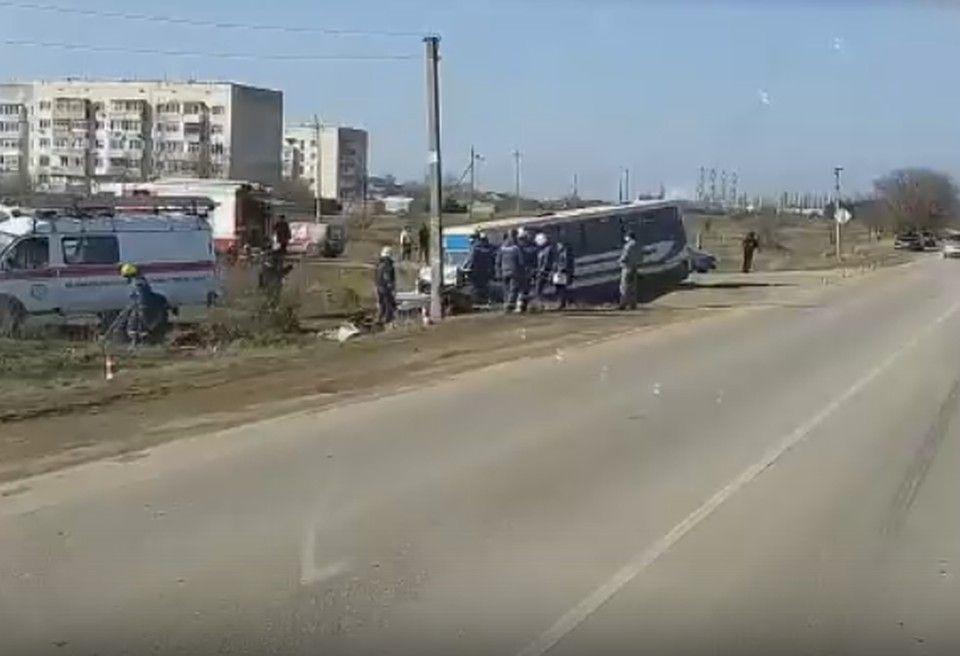 Видео ДТП с пассажирским автобусом и грузовиком на дороге Симферополь-Евпатория