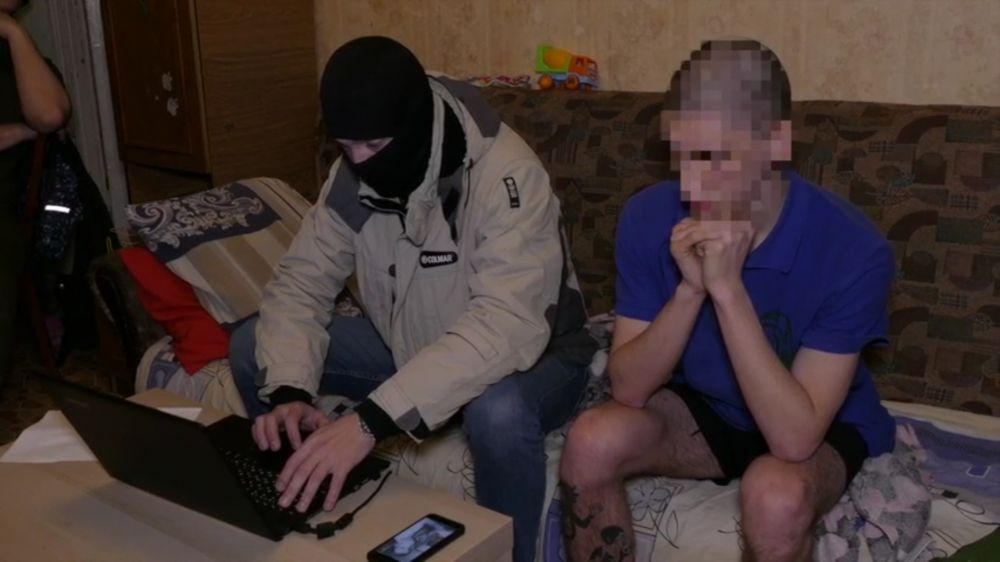 В Симферополе сотрудники ФСБ задержали сторонника праворадикальной идеологии