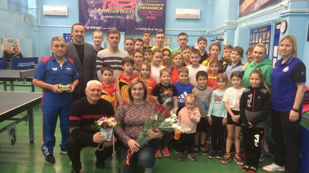 Тренера по настольному теннису Татьяну Кровякову поздравили с юбилеем