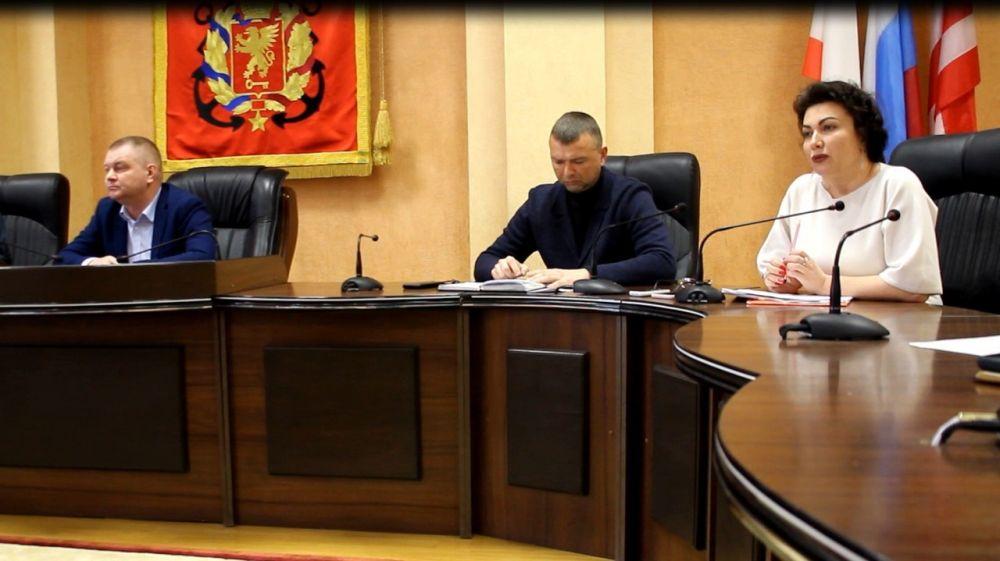 Арина Новосельская провела встречу с керчанами, пострадавшими от взрыва с последующим возгоранием в жилом доме