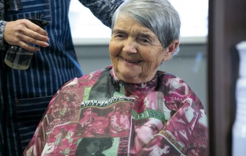 Бесплатная парикмахерская для пенсионеров работает в Севастополе