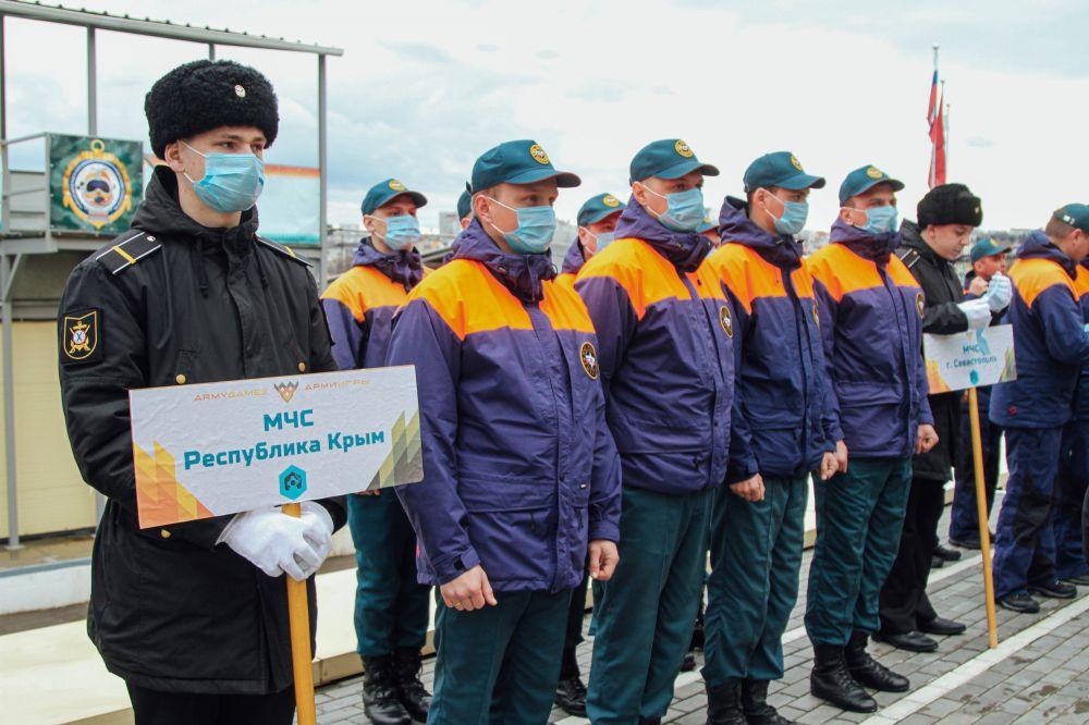 Крымские спасатели вступили в борьбу за звание лучших водолазов МЧС России