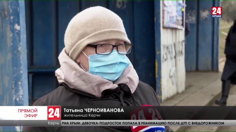 Пассажиры общественного транспорта в Керчи жалуются на продуваемые ветрами остановки