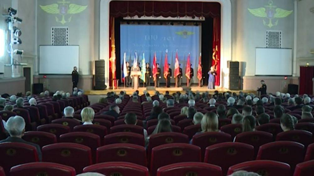 В Севастополе наградили военнослужащих морской авиации и ветеранов