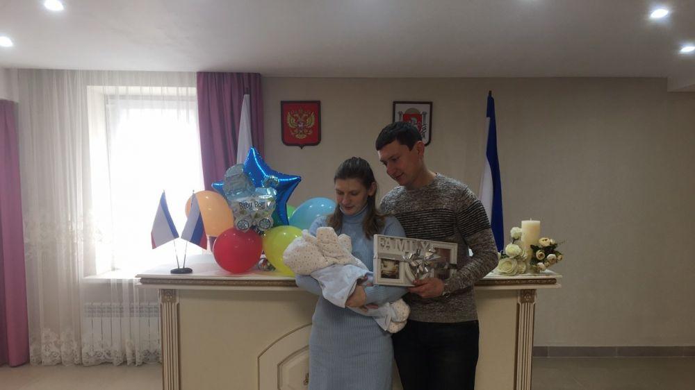 Симферопольский районный отдел ЗАГС зарегистрировал рождение двухсотого новорожденного