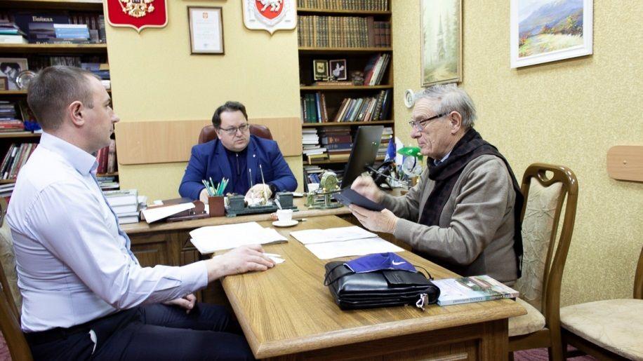 Олег Лобов провел встречу с председателем Ассоциации заповедников и музеев Крыма