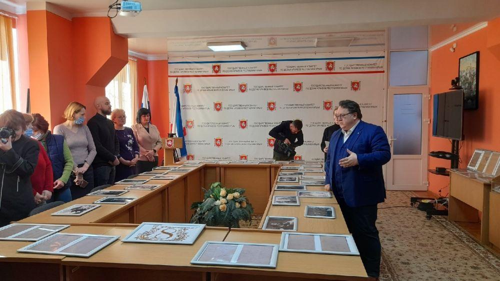 Олег Лобов открыл выставку «Женщины в истории Крыма»