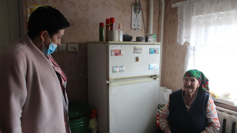 Галина Шабанова поздравила 94-летнюю жительницу Николаевского сельского поселения с Международным женским днем