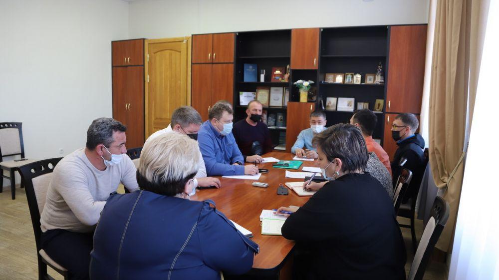 Людмила Пучкова провела совещание с подрядчиком по строительству детского сада на 240 мест в селе Вилино