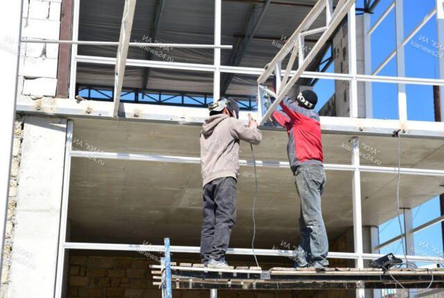 В Симферополе две строительные компании задолжали 74 работникам почти 2 млн зарплаты