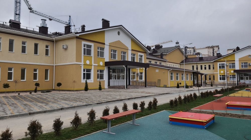 Специалисты Госкомрегистра оказывают содействие в оформлении двух детских садов в микрорайоне «Жигулина Роща» возле Симферополя