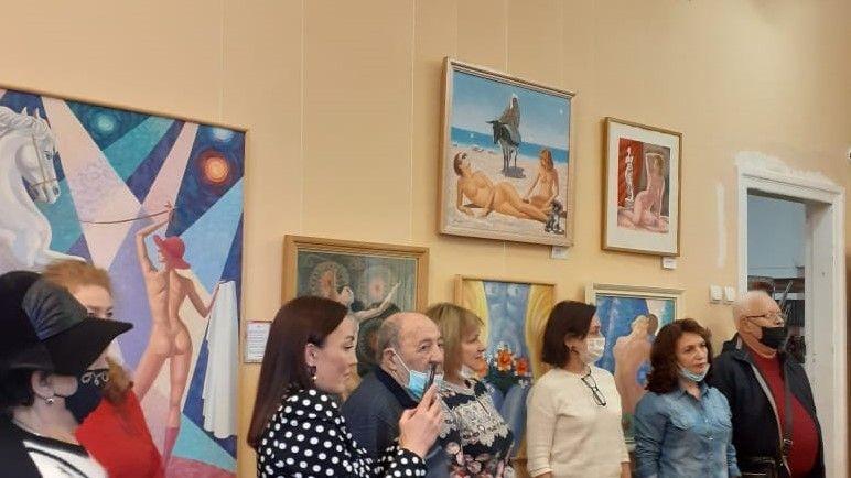 Жительницам Севастополя подарки к 8 марта подготовили музей, библиотека и галерея