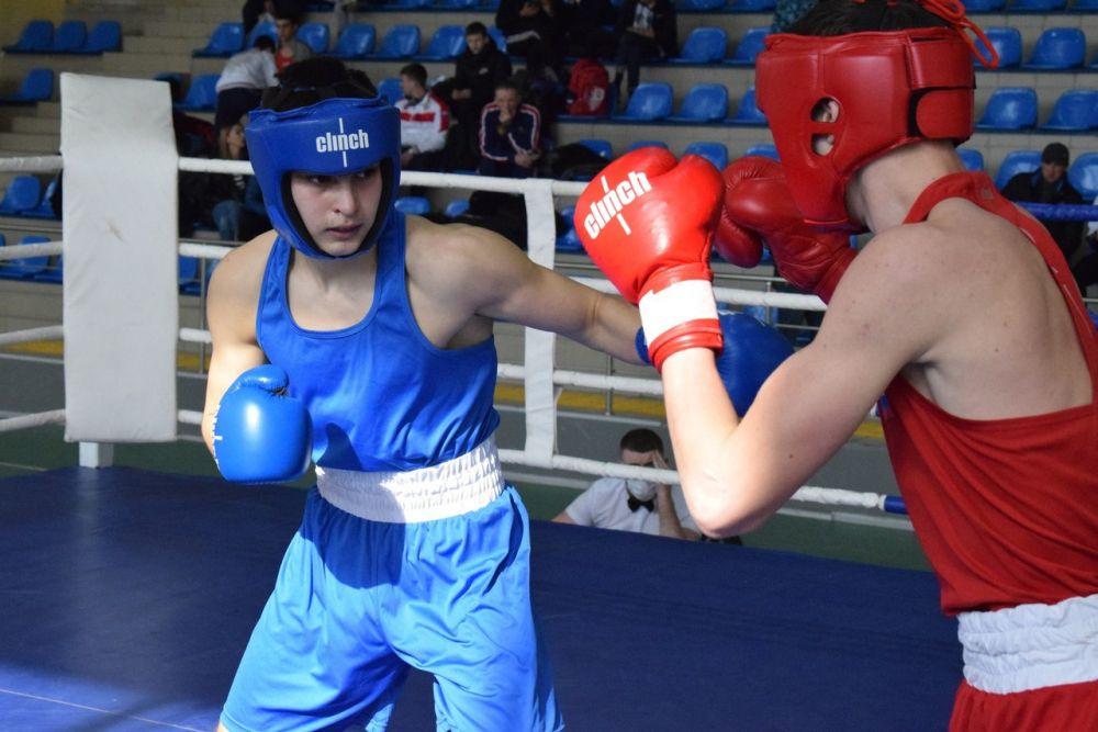 В Симферополе стали известны лучшие юные боксеры Крыма