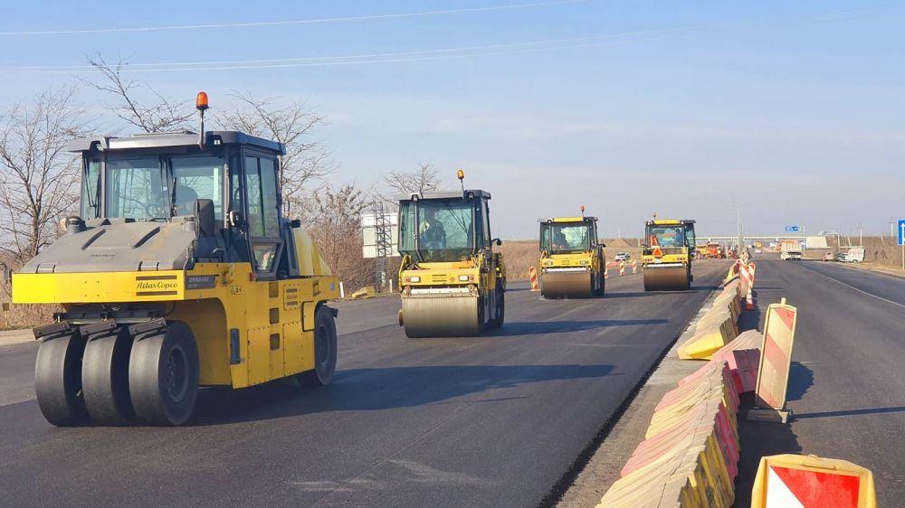В Крыму начали укладку верхнего слоя асфальтобетона на участке трассы Джанкой–Симферополь