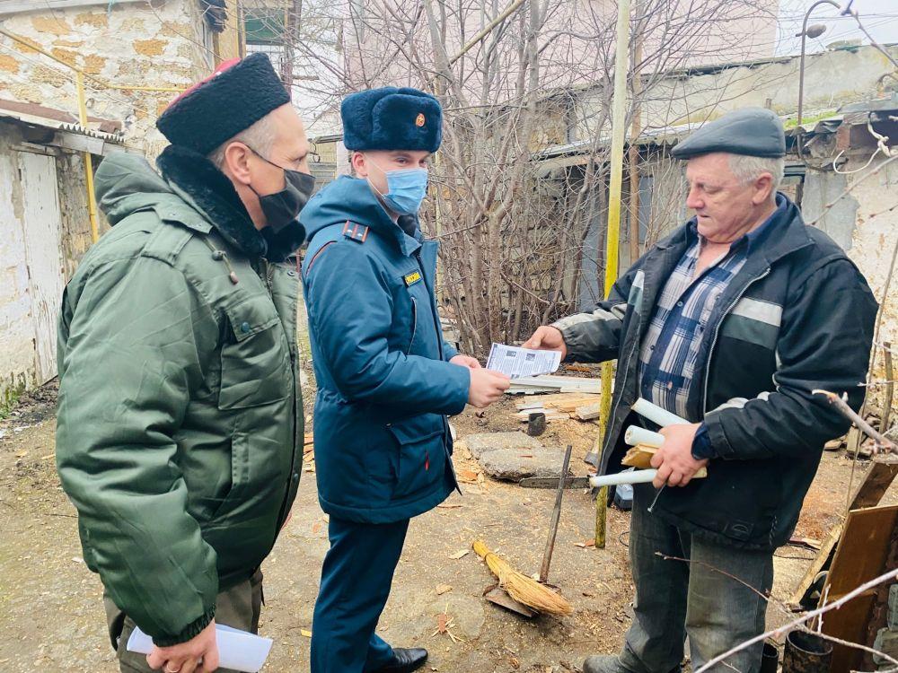 Сотрудники МЧС России совместно с казачеством проводят рейды по профилактике пожаров