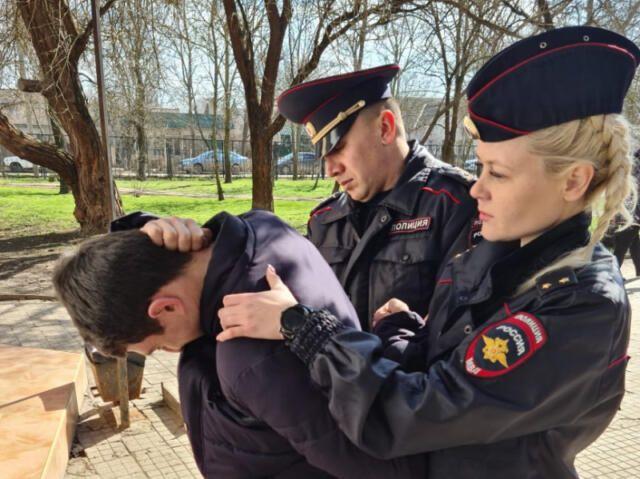 Молодая сотрудница полиции оперативно задержала грабителя в Джанкое