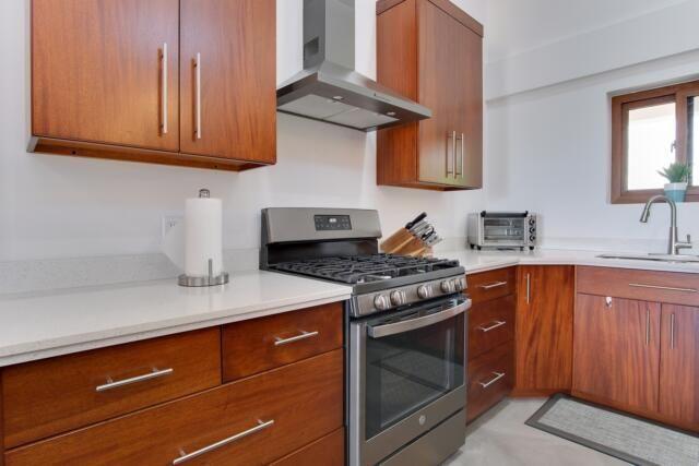 Керчанин продал технику из съемной квартиры