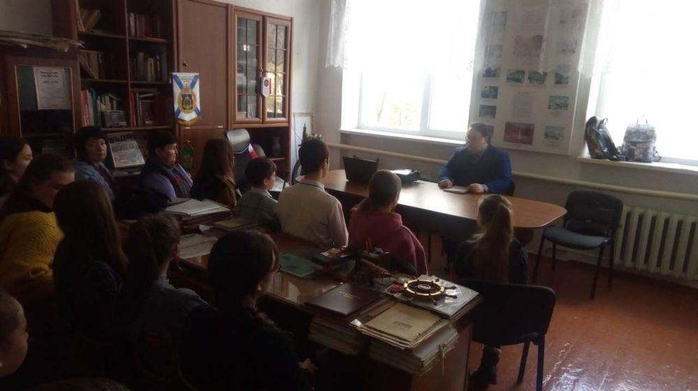 Олег Лобов провел встречу с учащимися Заветненской средней школы имени Крымских партизан Советского района