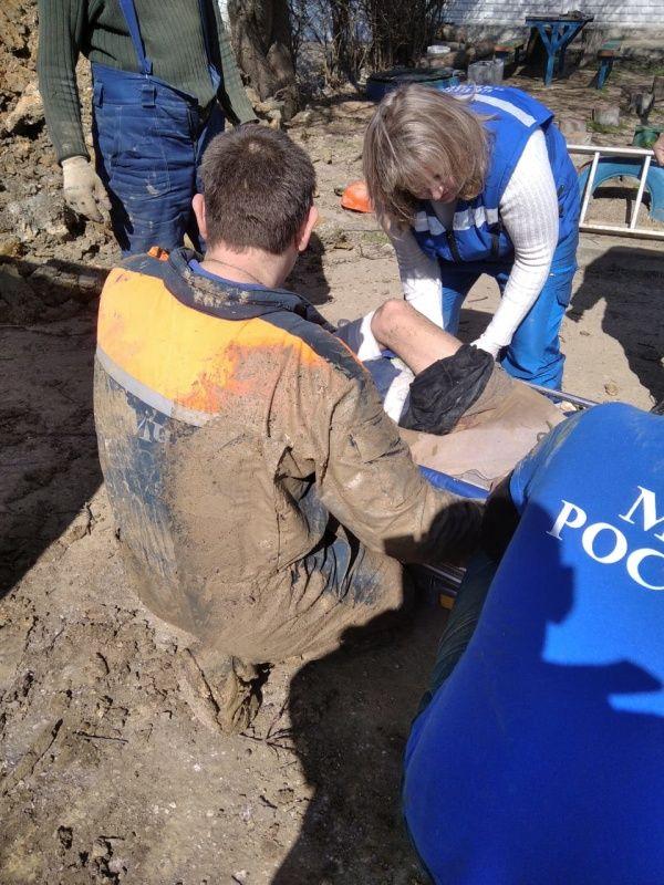 В Керчи строителя завалило грунтом в глубокой траншее