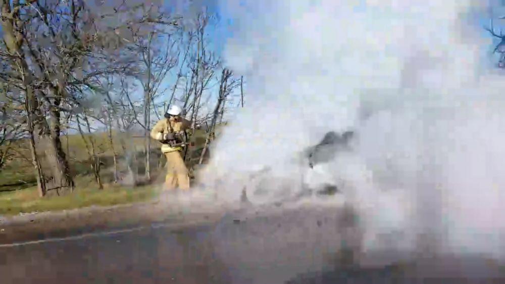 На трассе в Крыму сгорел автомобиль
