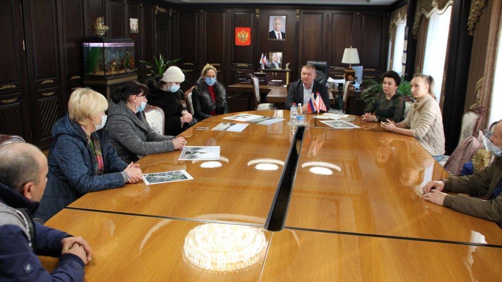 Арина Новосельская провела встречу с родителями детей, погибших при трагическом событии в Керченском политехническом колледже