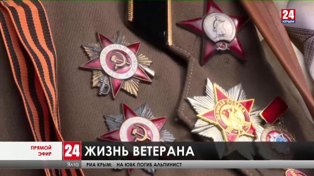 Концерт под окнами и воспоминания о великом прошлом. Ветерана Анатолия Сотникова из Ялты торжественно поздравили с 97-летием