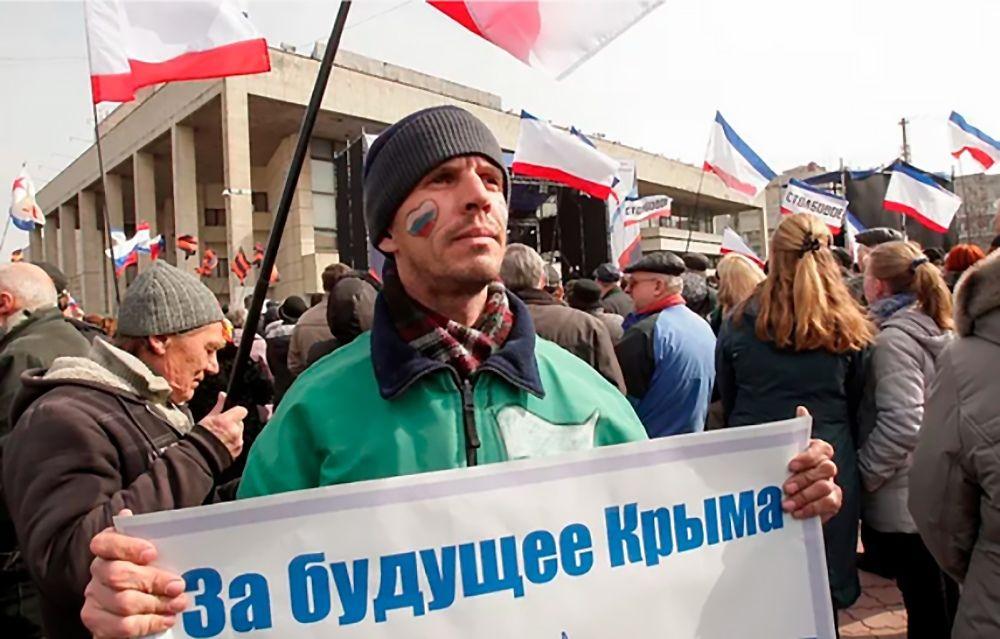 Хроника Крымской весны. 9 марта: Симферополь за Россию, украинские флаги у Шевченко