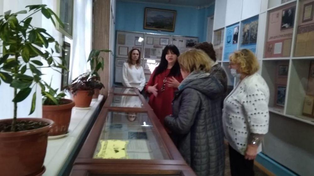 В Алуштинском литературно-мемориальном музее прошла литературная гостиная и представлена выставка