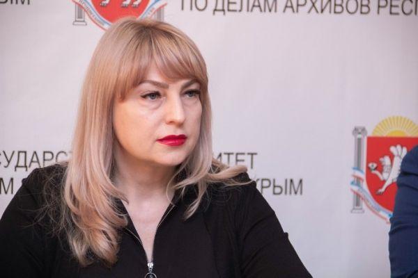 Оксана Сергиенко поздравила с профессиональным праздником работников крымских архивов