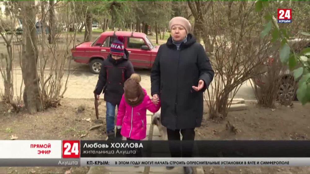 В Алуште ремонтируют дворы